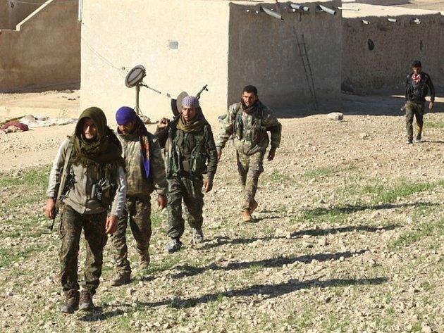 Syrští vojáci dnes vstoupili do centra města Šajch Maskín, které je klíčovým bodem na zásobovací trase mezi Damaškem a jižní provincií Dará a které dosud měli pod kontrolou rebelové.