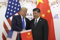 Donald Trump a Si Ťin-pching - Americký prezident Donald Trump (vlevo) a čínský prezident Si Ťin-pching na schůzce na okraj summitu zemí G20 v Japonsku.