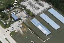 Nejméně 28 mrtvých si podle nejnovější bilance vyžádaly povodně a bouře na jihu Spojených států.