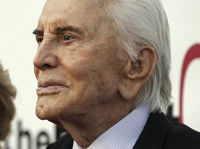 Ve věku 103 let zemřel Kirk Douglas