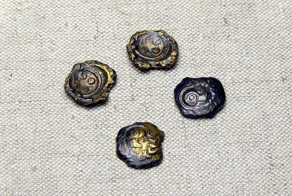 Ukázka zlatých keltských duhovek z muzea v Pasově