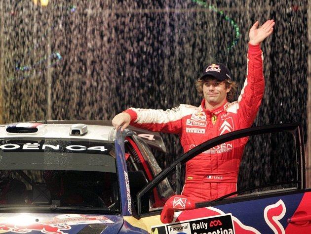 Obhájce titulu Sébastien Loeb při oficiální prezentaci.