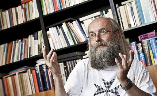 Ředitel Ústavu pro jazyk český AV ČR Karel Oliva poskytl 18.června vPraze rozhovor Deníku.