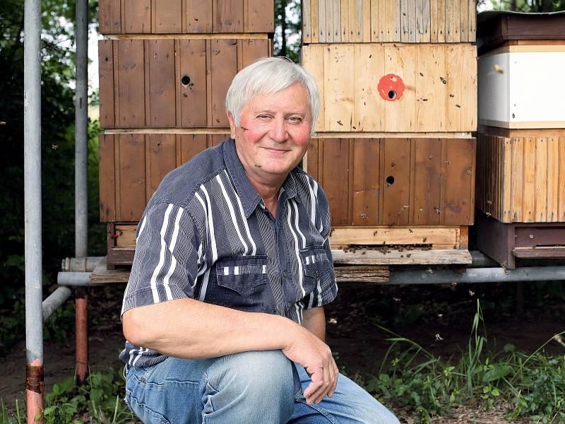 """Jan Caletka: """"Včelař přistupuje k úlu jako věřící k oltáři…"""""""