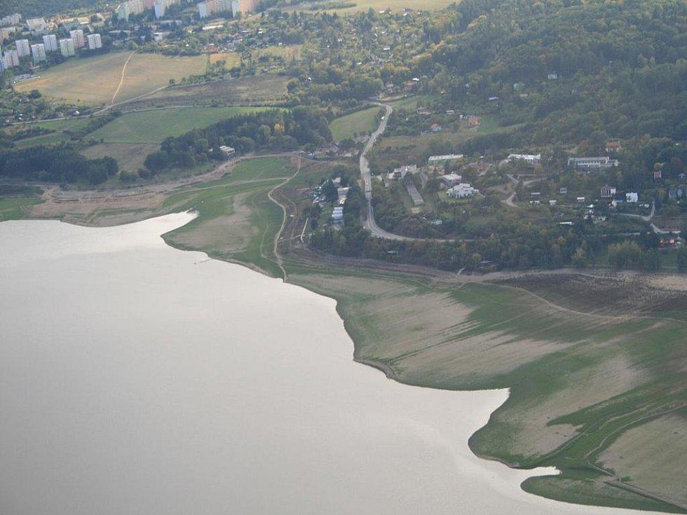 BRNO. Brňané by se i díky evropským milionům mohli brzo dočkat toho, že se ve své přehradě opět budou koupat. Cena za vyčištění je 236 milionů korun, z toho 151 milionů půjde z EU.
