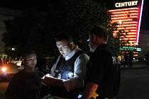 Při střelbě v kině během promítání nového filmu o Batmanovi Temný rytíř povstal zahynulo na předměstí amerického Denveru 12 lidí.