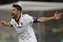 Coke ze Sevilly se raduje z gólu proti Liverpoolu.