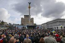 Protest v centru Kyjeva proti udělení autonomie územím ovládaným povstalci v Donbasu na východě Ukrajiny
