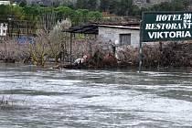 Řecko a Albánii zasáhly záplavy, stovky lidí byly evakuovány.