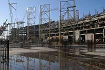 Stavba olympijského stadionu v Soči.