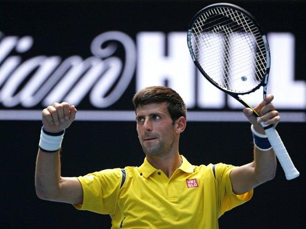 Novak Djokovič a jeho vítězné gesto.