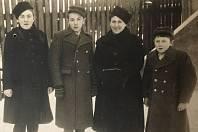 Etcia s dětmi v roce 1949
