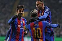 Zdaleka ne všichni fotbalisté si užívají luxusu jako hvězdy Barcelony.