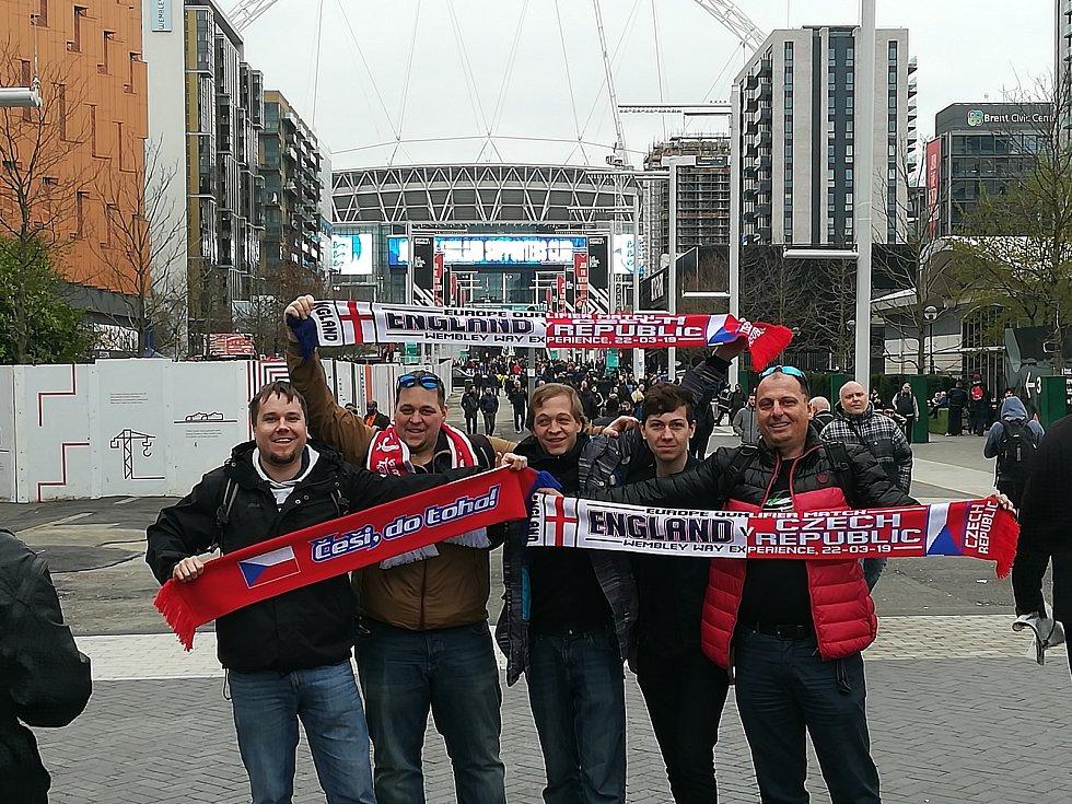 Fanoušci z Pardubického kraje na zápase Česka s Anglií ve Wembley.