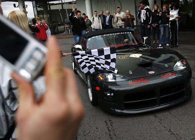 Od hotelu Corinthia Towers Praha odstartoval závod silných, rychlých a nevšedních aut Diamond Race 2008.
