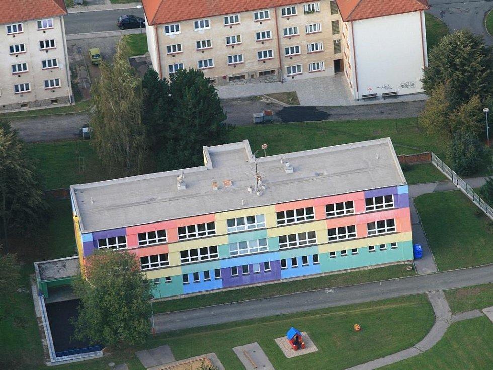 HUMPOLEC. O dotace na zateplování veřejných budov je v Česku velký zájem. Jeden z prvních schválených projektů předložilo město Humpolec. Více než 12milionové náklady na zateplení místních mateřských škol podpořila EU sedmi a půl milionem korun.