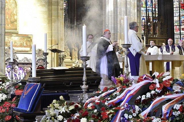 Pohřeb kardinála Miloslava Vlka. Zádušní mši sloužil pražský arcibiskup Dominik Duka.