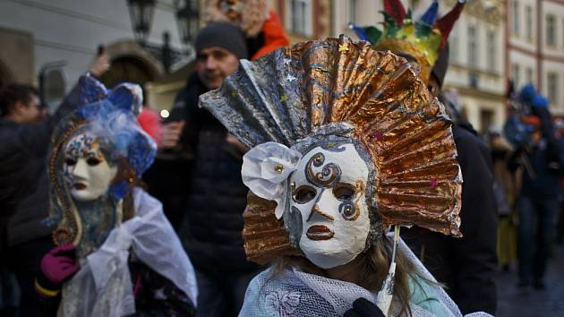 Průvod masek zahájil 7. února v Praze Pražský karneval.