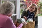 Snažte se pomoci svým sousedům. Zvlášť, pokud se jedná o seniory. Nevystavujte je ještě většímu riziku.