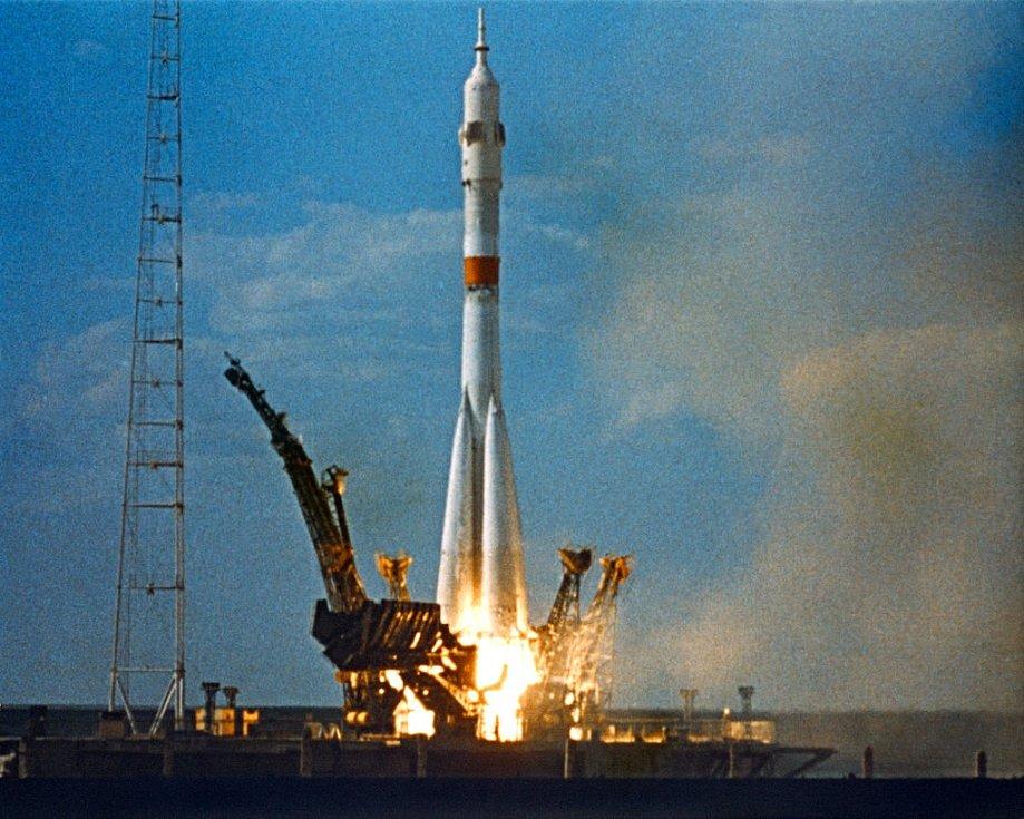 Sovětský vesmírný program Sojuz byl zahájen v roce 1962. O devět let později vyústil v katastrofu, která stála životy tří kosmonautů