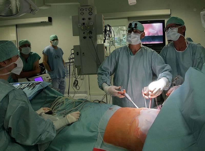 Při nekomplikovaném průběhu může jít pacient za tři až čtyři dny domů.