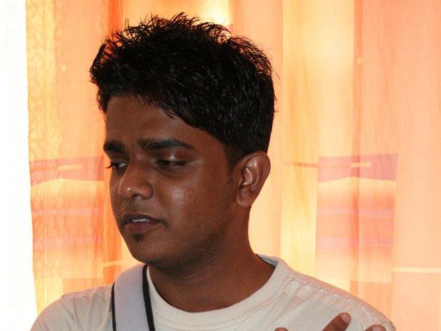 Tři mladíci ve věku 15 a 17 let loni 24. listopadu zmlátili dvaadvacetiletého studenta zlínské univerzity Pradeepa Manoharu Mahaduru ze Srí Lanky.