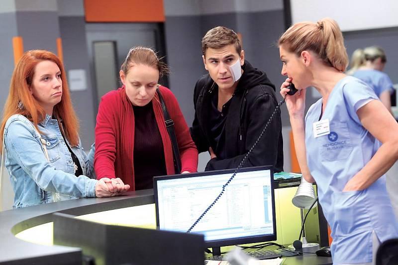 V seriálu Modrý kód si zahrála těžce nemocnou pacientku.