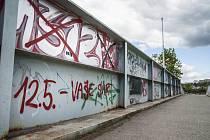 Vandalové Slávie poničili fotbalový areál v Luční ulici  (Plzeň)
