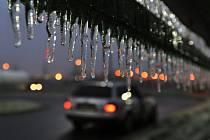 Ledovka na silnici. Ilustrační snímek
