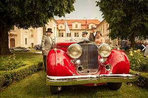 Stará architektura se v Loučni snoubí s krásou starých automobilů