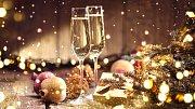 K vánoční tabuli patří sklenka vína