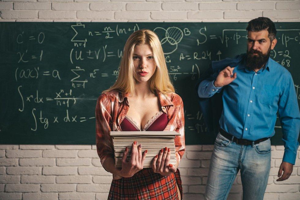 Vztah mezi učitelem a studentkou - Ilustrační foto