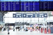Odbavovací hala Letiště Václava Havla v Praze na snímku pořízeném 1. července 2020