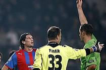 Rozhodující okamžik, Čišovský dostal v úvodu prvního poločasu červenou kartu.