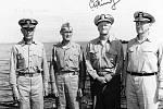 Zleva doprava admirál Raymond A. Spruance, viceadmirál Marc Mitscher, flotilový admirál Chester W. Nimitz a viceadmirál Willis A. Lee, Jr. na palubě Indianapolisu v únoru 1945