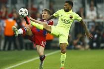Dani Alves v zápase proti Bayernu Mnichov