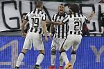Fotbalisté Juventusu se radují z gólu proti Monaku.