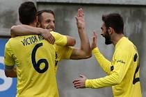 Fotbalisté Villarrealu se radují z gólu proti Eibaru.