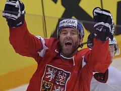 Petr Nedvěd se raduje z gólu na mistrovství světa.