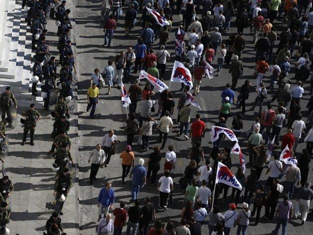 V Řecku dnes začala 48hodinová generální stávka provázená demonstracemi na protest proti novým úsporným opatřením vlády.