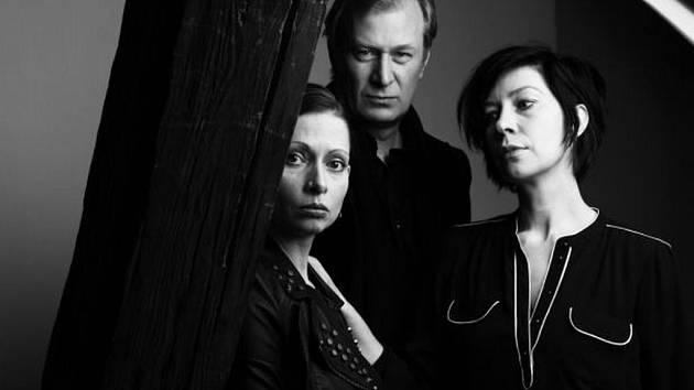 Bývalí herci z Divadla Komedie jsou spolu opět na jedné scéně: Komorní představení Duende o dvou herečkách bez práce uvádějí v intimních prostorách Divadla Na zábradlí.