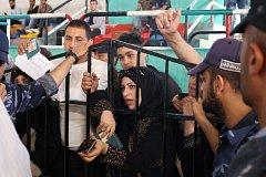 Palestinci čekají na vpuštění do Egypta.