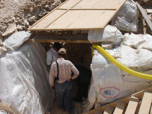 Hrobku manželky zatím neznámého faraona z ramessovské doby objevil v egyptském Luxoru tým francouzských a egyptských archeologů.