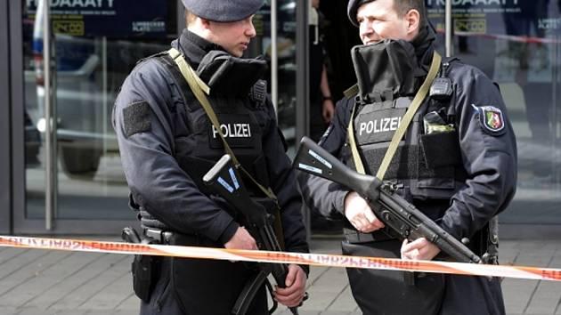 Německá policie uzavřela kvůli hrozbě teroristického útoku obchodní centrum v Essenu.