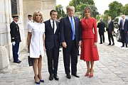 Zleva Brigitte Macronová, Emmanuel Macron, Donald Trump a Melanie Trumpová