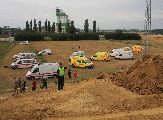 """Železniční neštěstí ve Studénce na Novojičínsku, které se stalo v osudný """"osmičkový"""" pátek 8. srpna letošního roku, a jež si přímo na místě vyžádalo sedm životů a desítky zraněných, už má bohužel i oběť číslo osm."""
