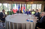 Summit G7. Angela Merkelová, Donald Tusk, předseda Evropské rady, francouzský prezident Emmanuel Macron, britská premiérka Theresa Mayová, premiér Itálie Giuseppe Conte a Jean-Claude Juncker, předseda evropské komise
