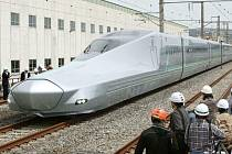 Japonsko dnes testuje nový prototyp rychlovlaku šinkansen.