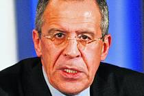 """Ruský ministr zahraničí Sergej Lavrov prohlásil, že Rusko bude reagovat na případné rozšíření NATO """"pragmaticky""""."""