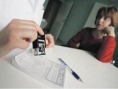 Lékaři potvrzují, že stále více nemocných lidí ani nechce neschopenku pro zaměstnavatele.